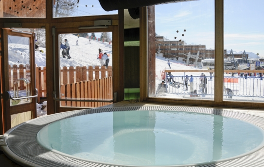 Jacuzzi at Residence Le Roc Belle Face - Les Arcs 1600