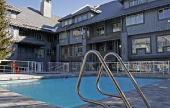 Glacier Lodge Outdoor Heated Pool