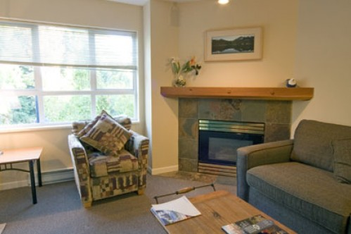A One Bedroom Apartment Lounge - Marketplace Lodge - Whistler - Canada