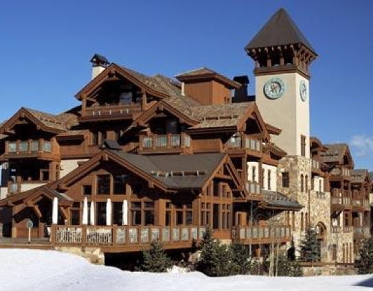 Located on the western side of Beaver Creek, the Arrowhead Village is right next to the ski slopes..