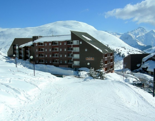 Ski to the door of your accommodation at Résidence Horizons d'Huez