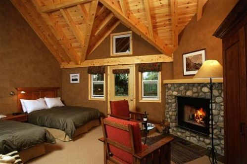 A Premier Room in the Buffalo Mountain Lodge in Banff, Canada; Copyright: http://www.crmr.com/buffalo/accommodation/