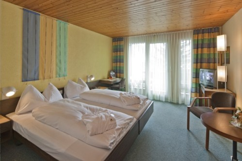 A lovely double room with a bath in the Best Western Grand Hotel Metropol - Saas Fee