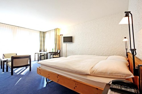 An example of a double or twin room that accommodates up to 3 people at the Hotel Hauser