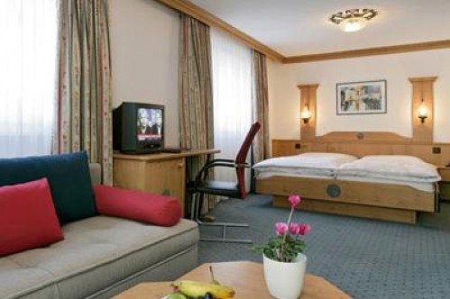 North-Facing Twin Room - Hotel Couronne - Zermatt - Switzerland