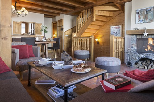 A cosy sitting room of the five bedroom cabin apartment - Le Hameau de la Sapiniere - Les Menuires - France; Copyright: Perrier