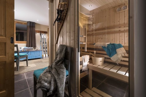 A Three Bedroom Apartment - Chalets de la Lombarde - Val Thorens - France; Copyright: Perdu