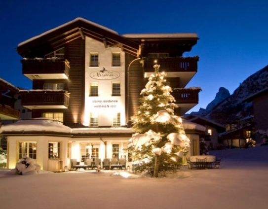 Outside view of the Hotel Mirabeau - Zermatt