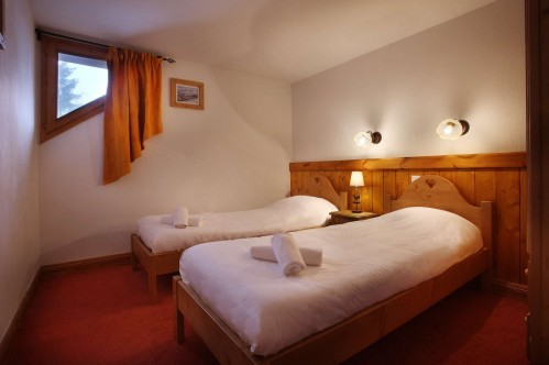 Twin beds in a 1 bedroom apartment in Oz en Oisans