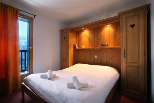 A double bedroom in Oz en Oisans