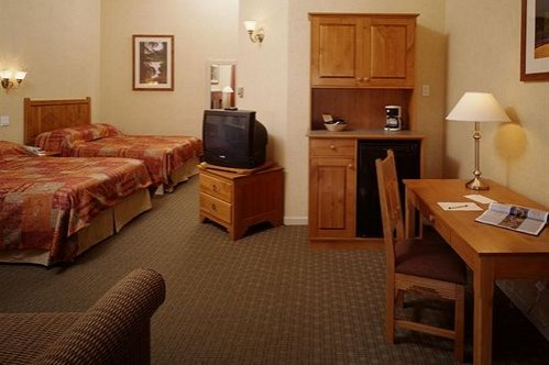 Standard Twin Room at the Rocky Mountain Resort, Banff