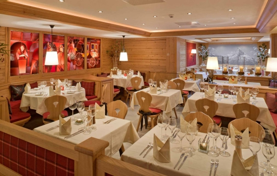 The hotel restaurant - Hotel Holiday - Zermatt - Switzerland