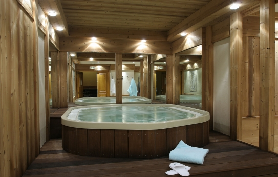 The Jacuzzi - Residence Cimes - Belle Plagne - La Plagne - France; Copyright: Aline Perriad