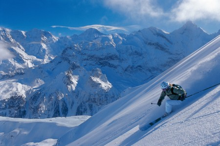 Skiing on the eastern slopes of the Schilthorn