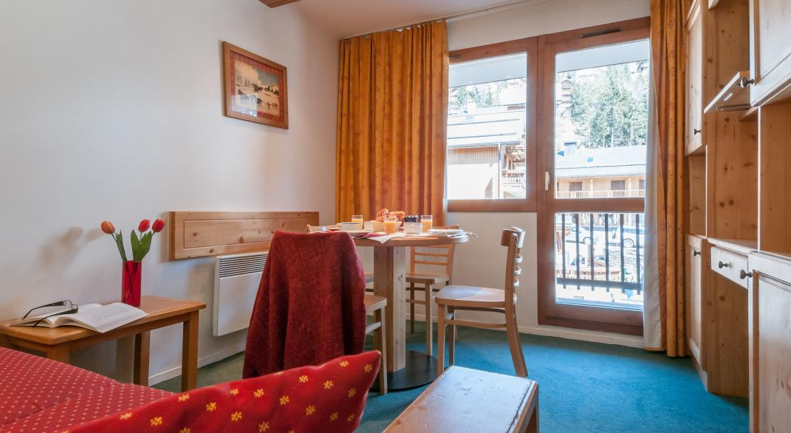 Apartment with Balcony Le Peillon Meribel