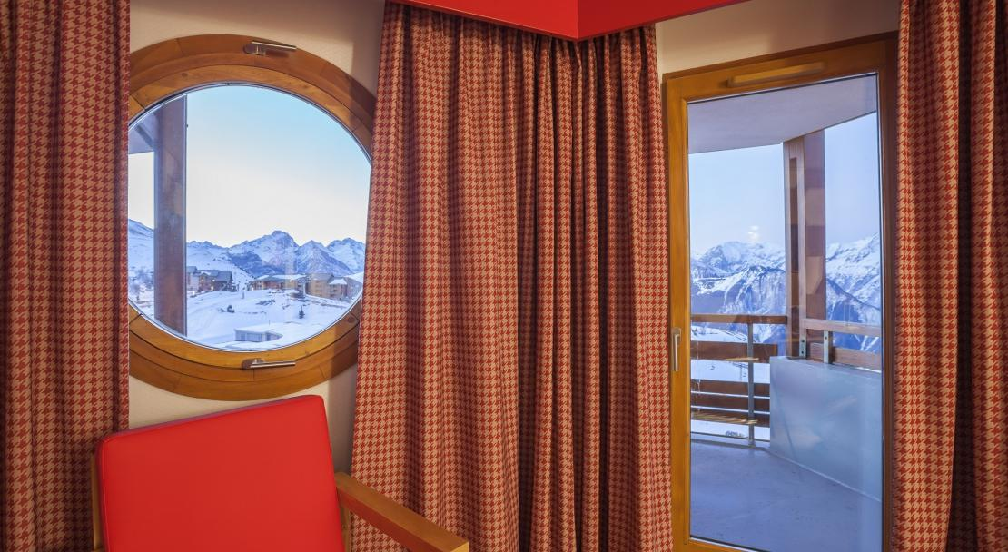 Hotel Royal Ours Blanc Alpe d'Huez  Deluxe room window