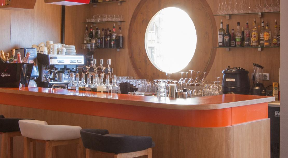 Hotel Royal Ours Blanc Alpe d'Huez  lounge and bar