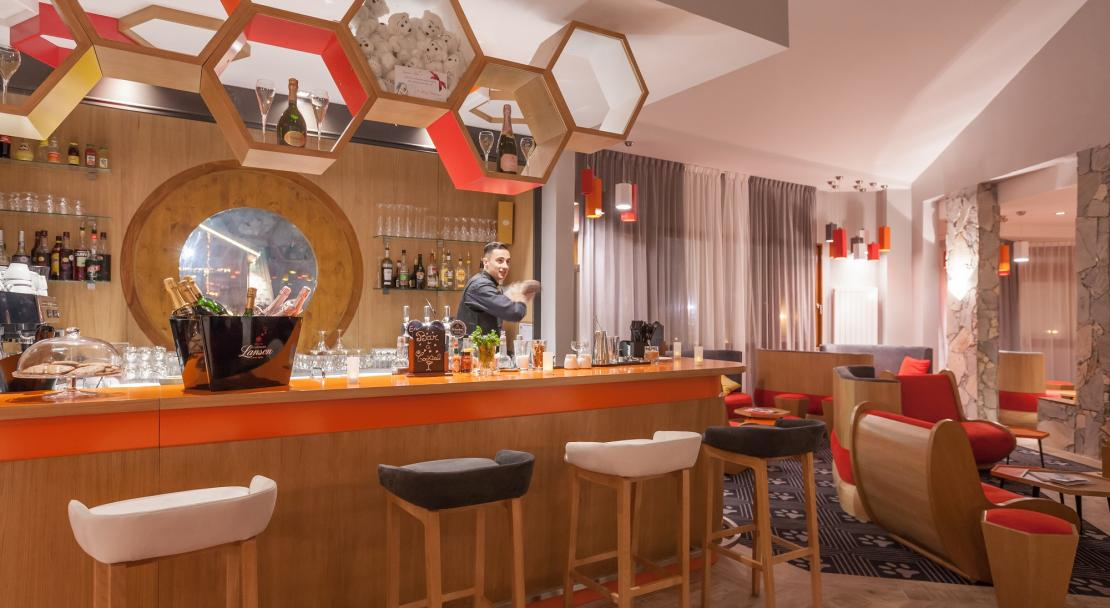 Hotel Royal Ours Blanc Alpe d'Huez  the bar