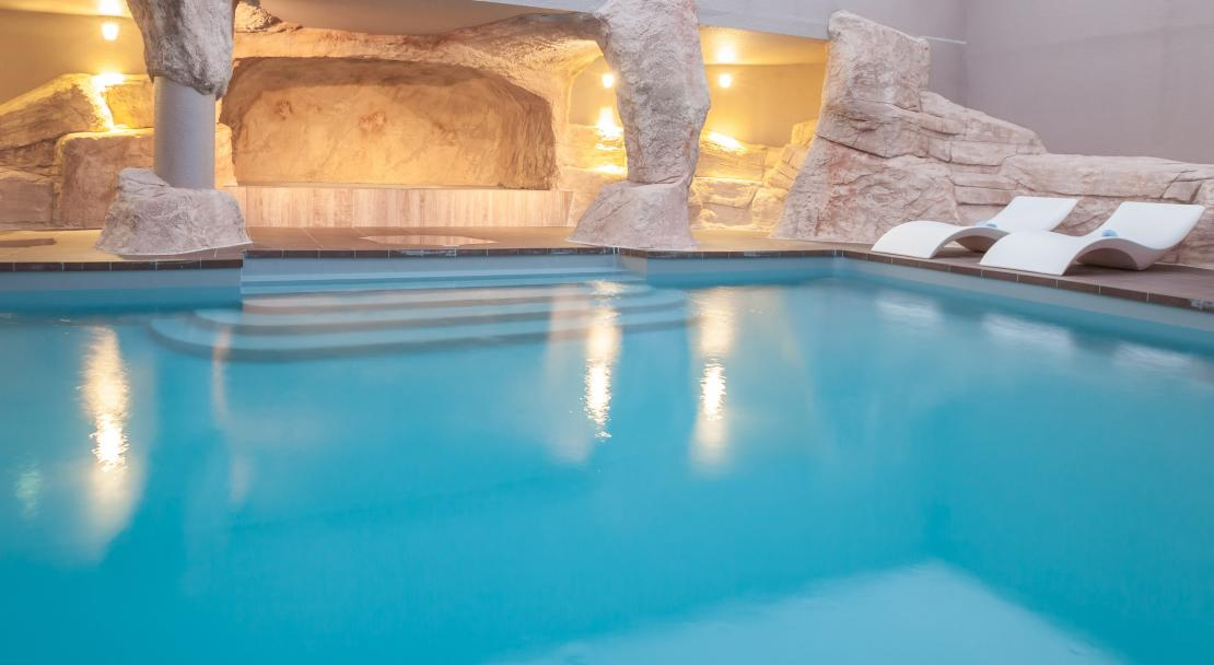 The swimming pool at Hotel Royal Ours Blanc Alpe d'Huez
