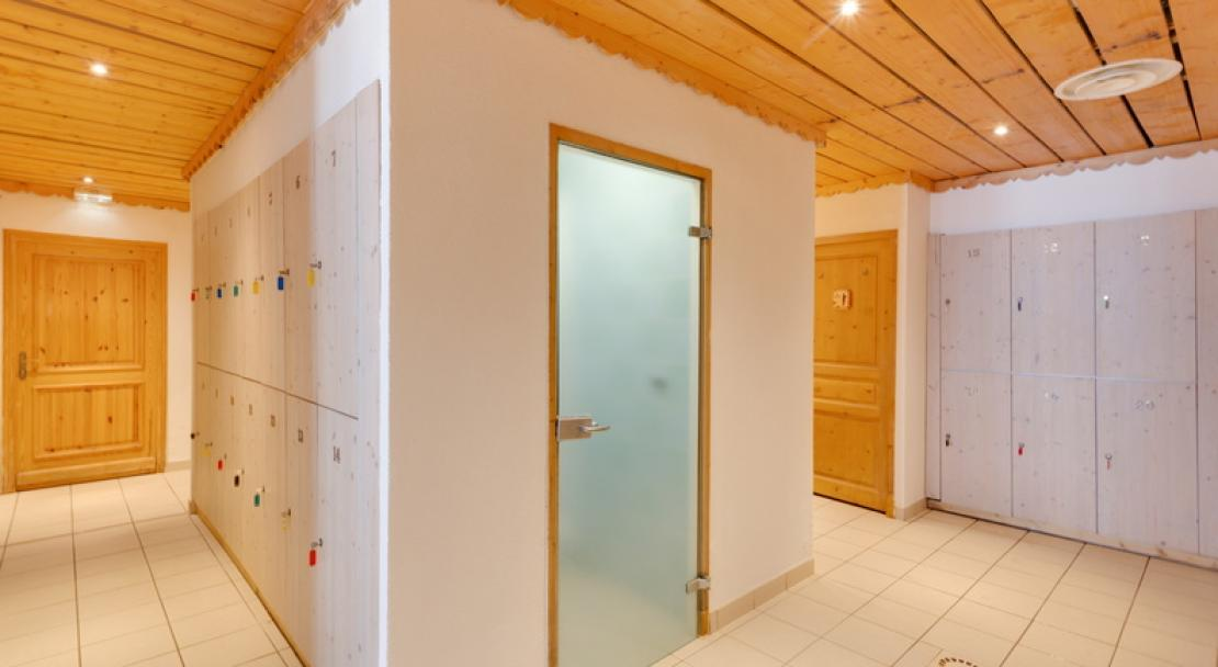 Steam room hammam wellness relaxation area Chalet Adonis Les Menuires LVH