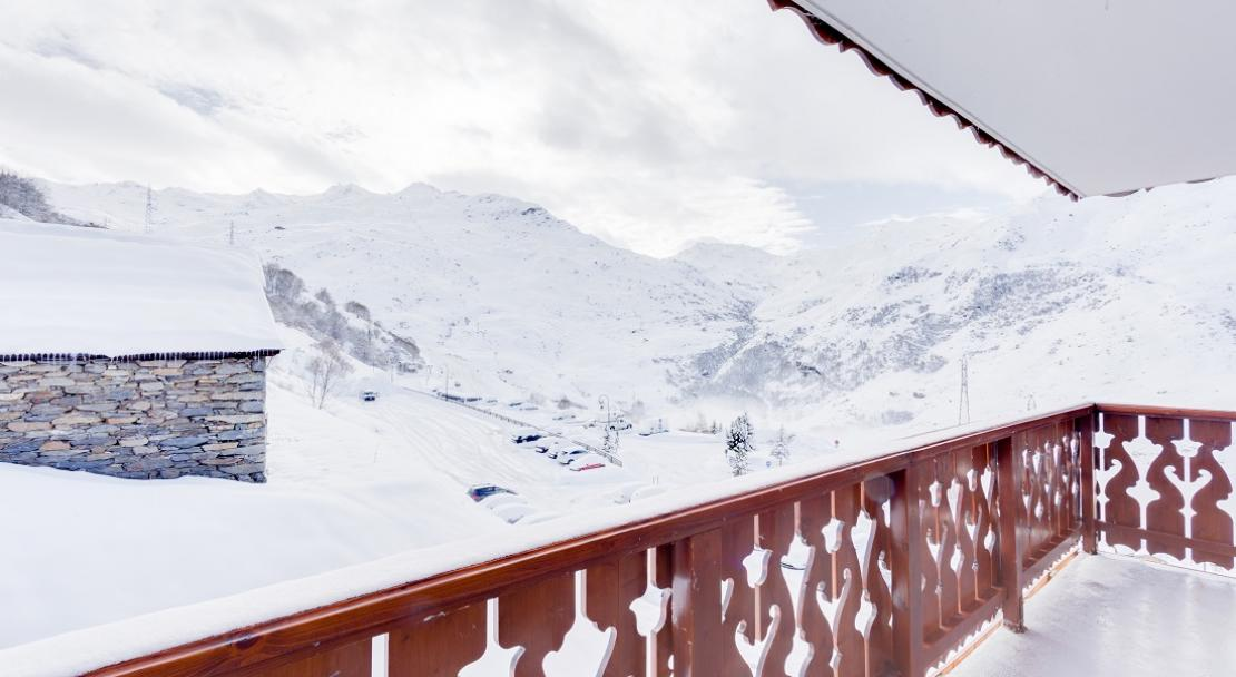 Snowy balcony mountain scene Les Menuires apartment Chalet Adonis LVH