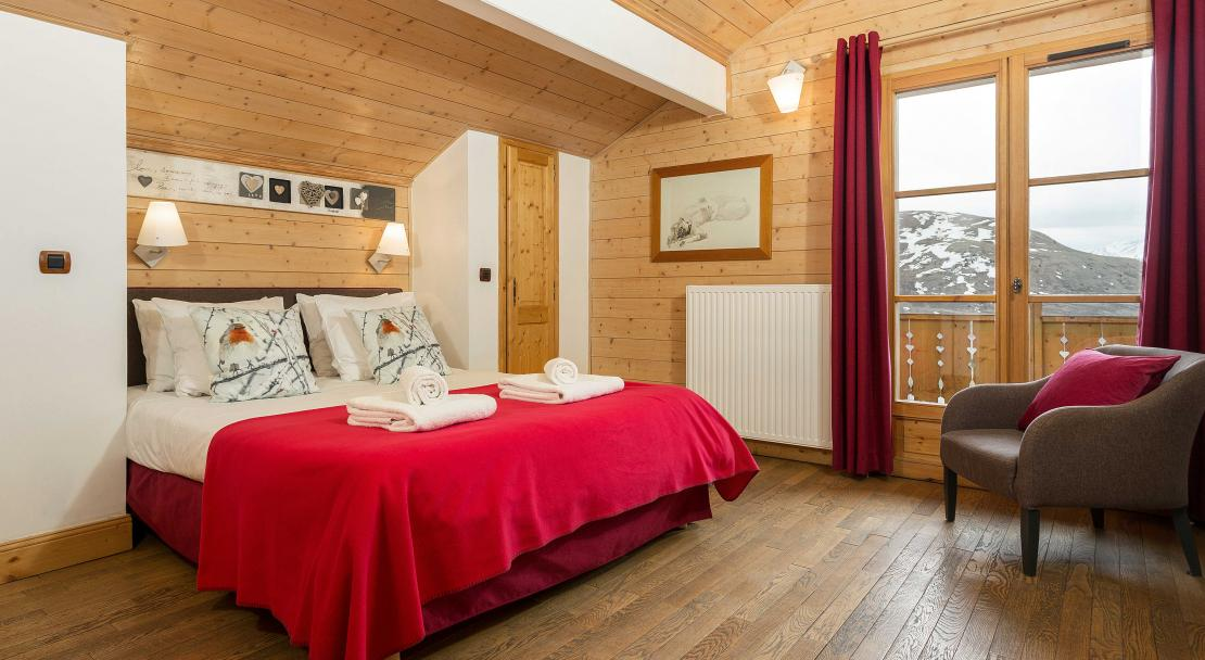 Double Bedroom Altiport; Copyright: Madame Vacances