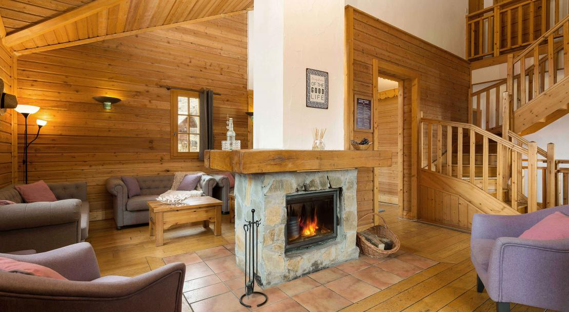 Fireplace and Lounge Altiport; Copyright: Madame Vacances