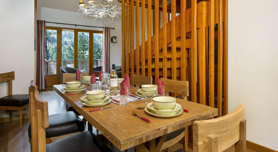 Chalets de la Diva dining area; Copyright: Madame Vacances