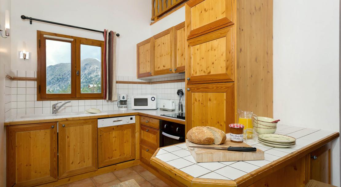 Chalets de la Diva kitchen; Copyright: Madame Vacances
