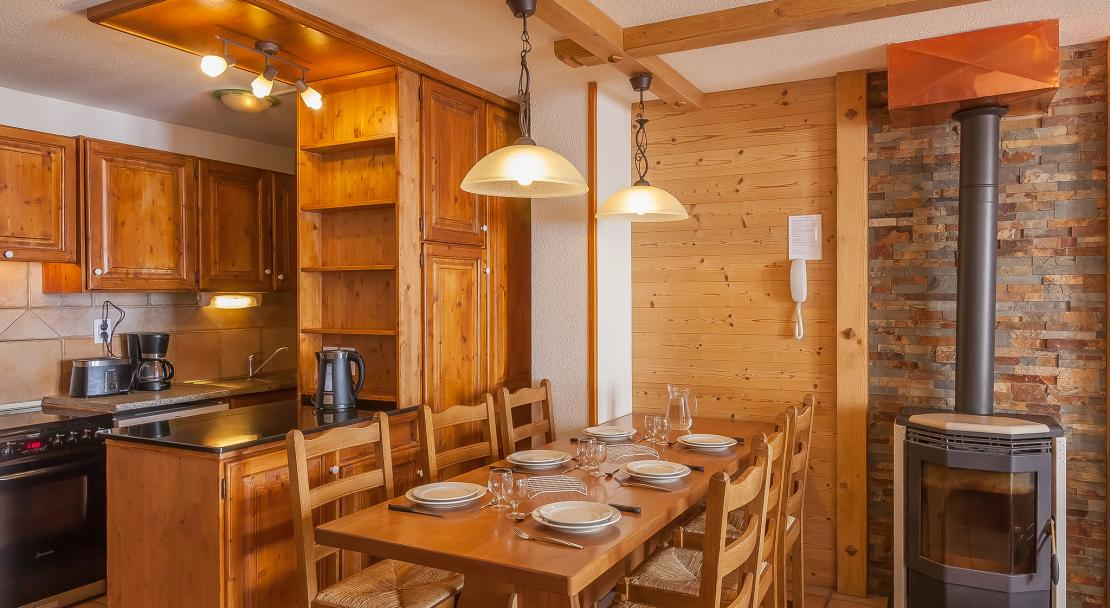 Les Balcons de Val Thorens Kitchen Dining Area; Copyright: Les Balcons
