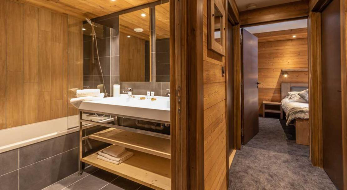 Chalet Altitude bathroom; Copyright: Chalet Altitude, Val Thorens