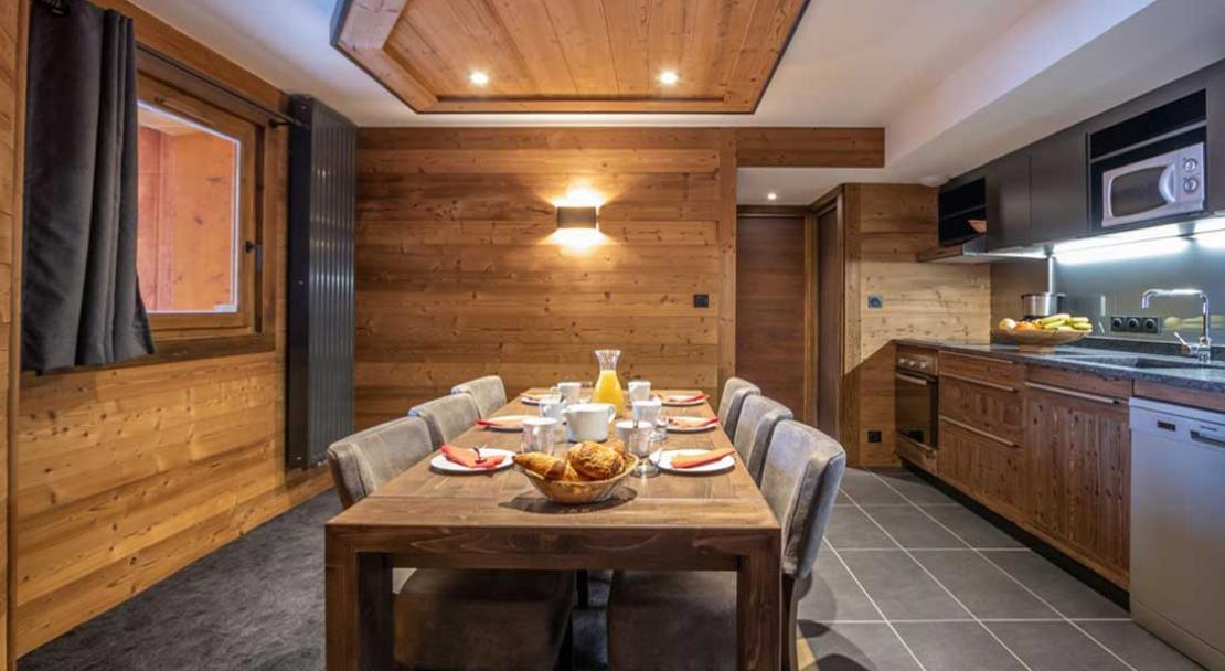 Chalet Altitude dining and kitchen; Copyright: Chalet Altitude, Val Thorens