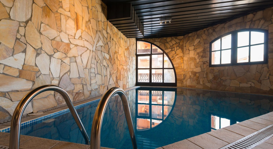 Chalet altitude val thorens val thorens powderbeds for Piscine val thorens