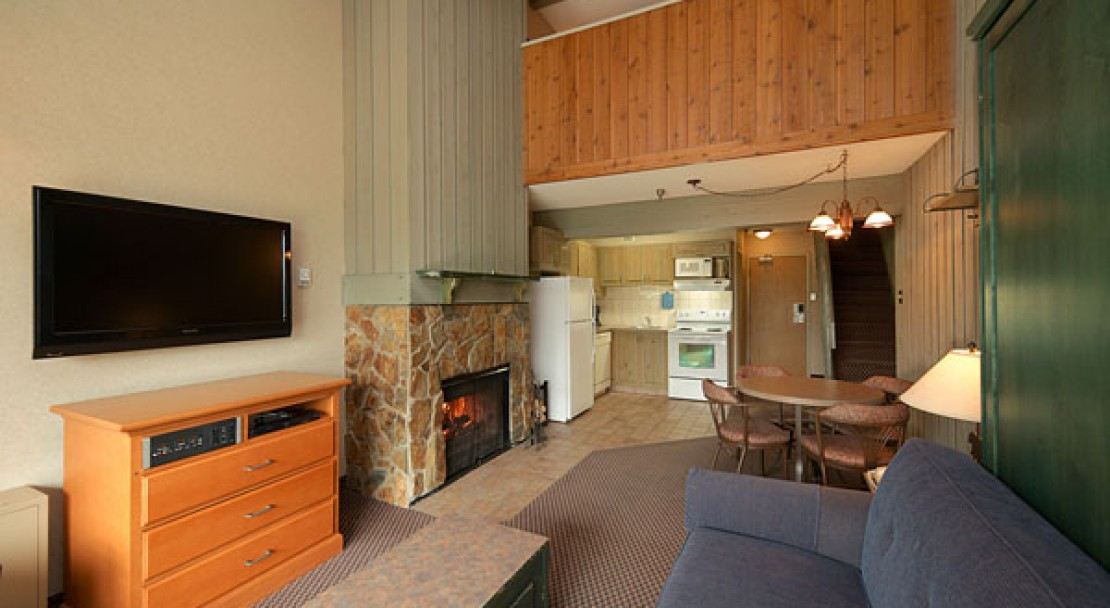 Living Area - Douglas Fir Resort - Banff