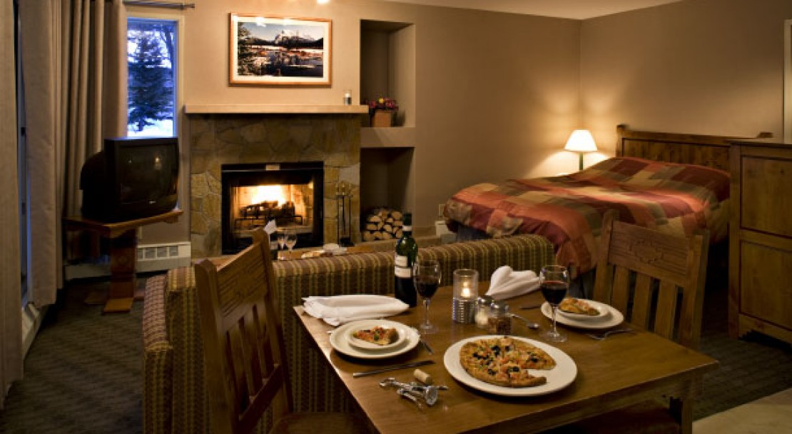 Studio suite at the Banff Rocky Mountain Resort - Banff