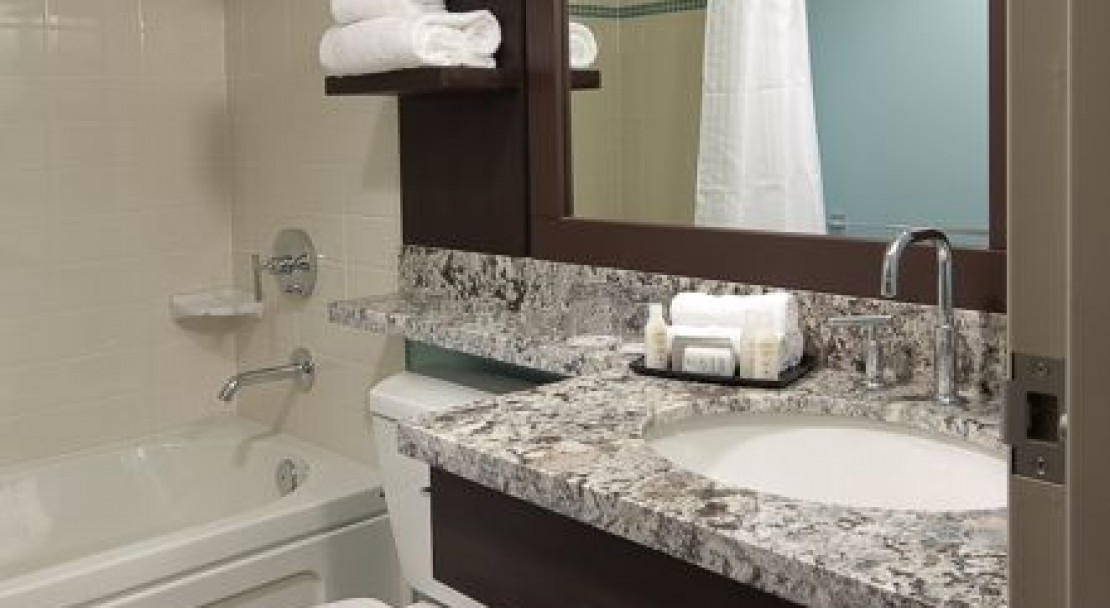 Deluxe Queen Bathroom - Aava Whistler Hotel