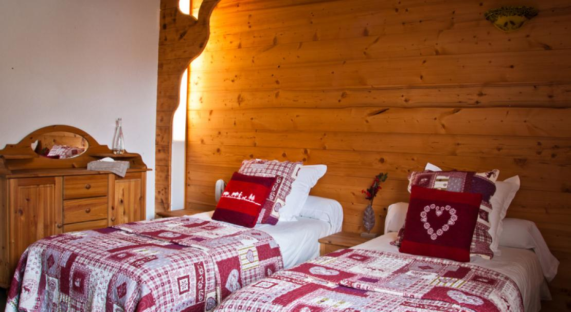 Twin Bedroom in Hotel Les Ancolies Courchevel