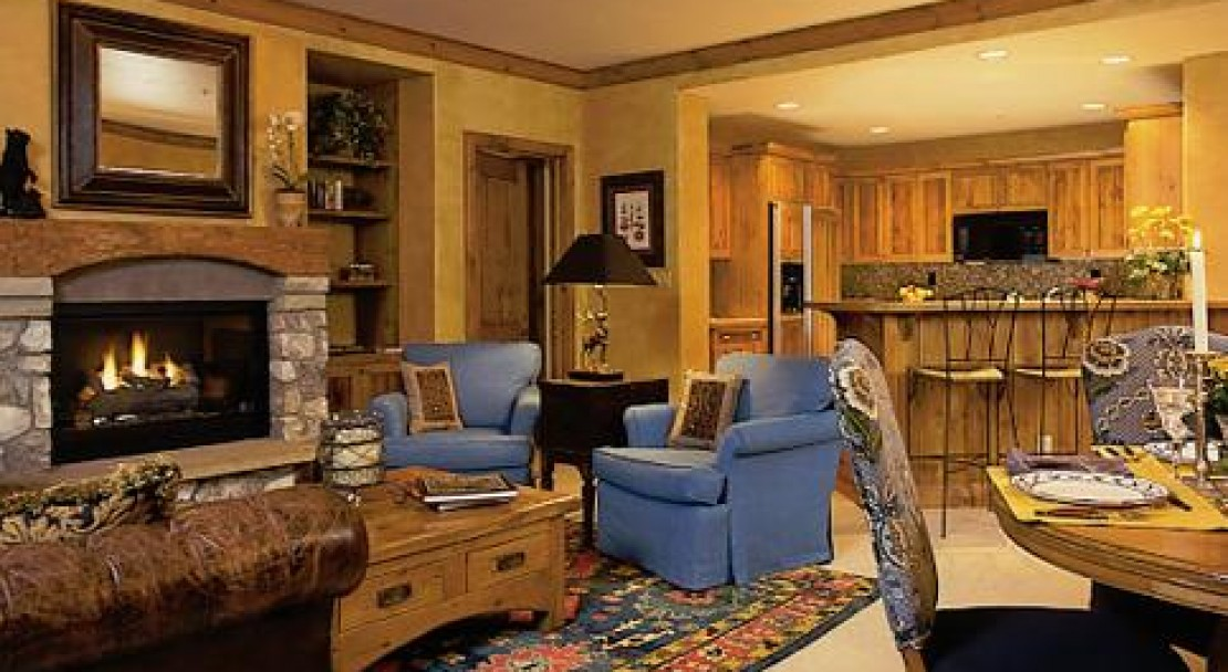 The living areas in the Elkhorn Lodge condos are both elegant and cosy