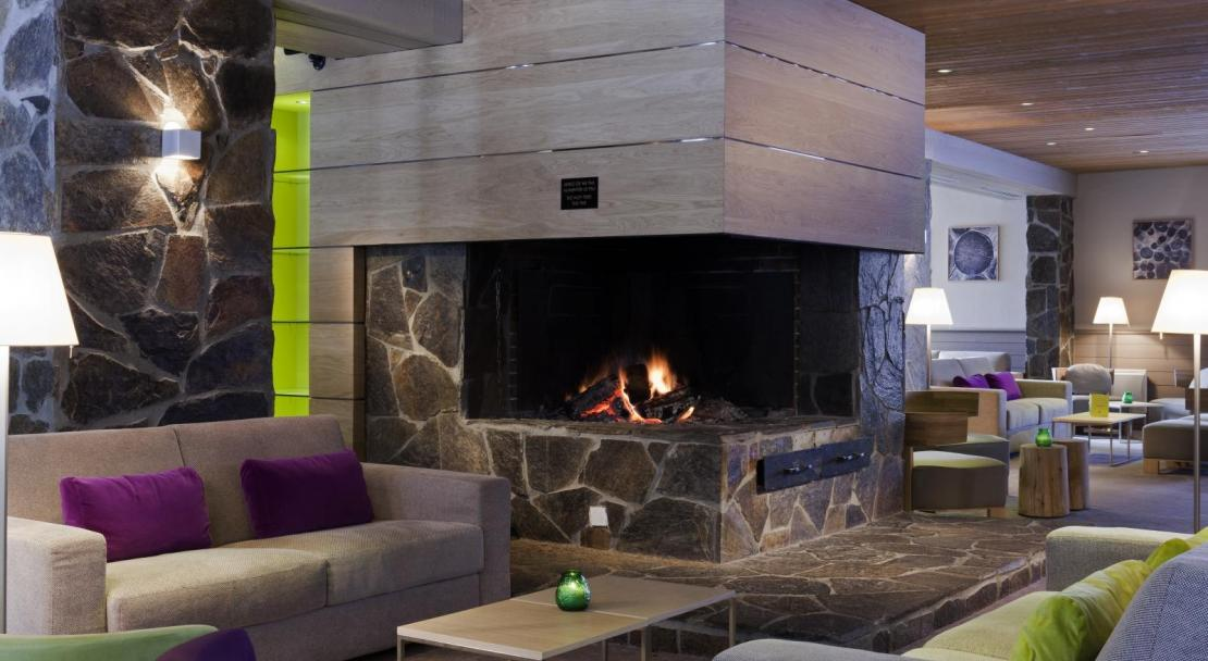 Hotel du Golf - Bar Fireplace - Les Arcs; Copyright: F RAMBERT