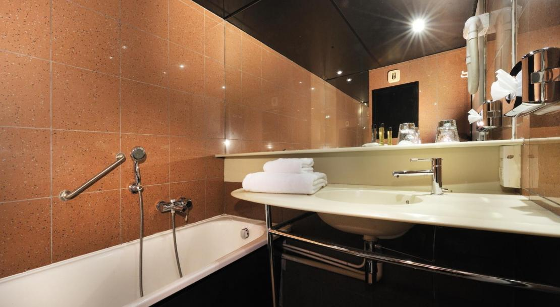 Hotel du Golf - Bathroom - Les Arcs ; Copyright: P LEROY