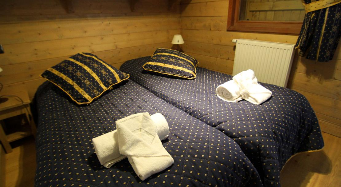 A twin bedroom at the Ferme du Val Claret