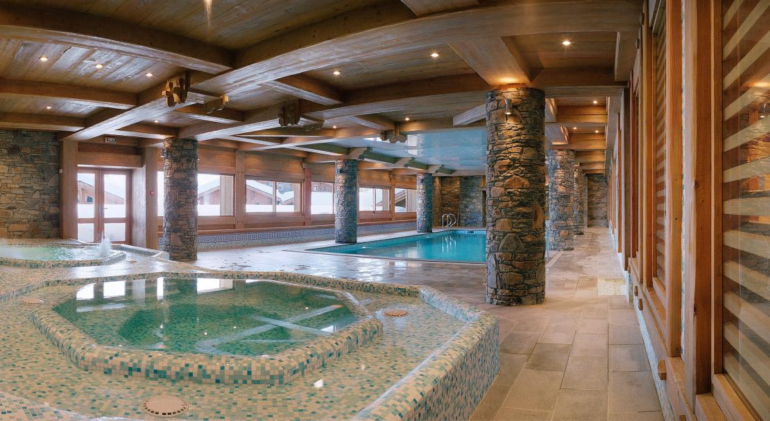 Swimming pool & jacuzzi at Hameau du Beaufortain
