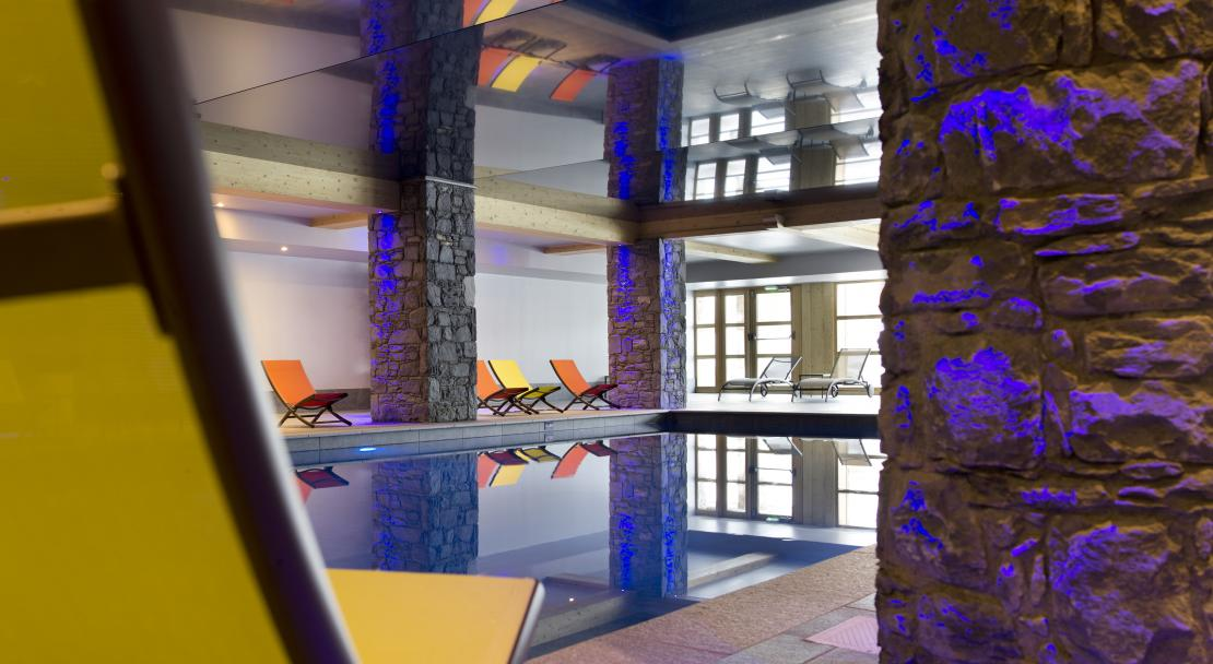 Swimming pool at Le Cristal de L'Alpe - CGH, Alpe d'Huez, France; Copyright: Studio Bergoend