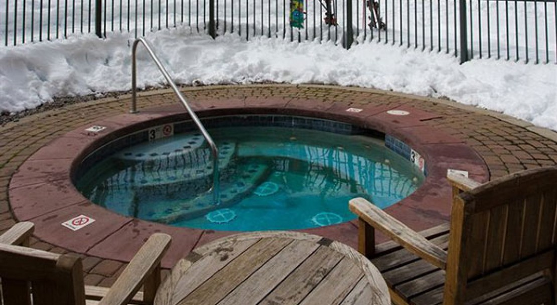 Hot tub at Zephyr Mountain Lodge - Winter Park