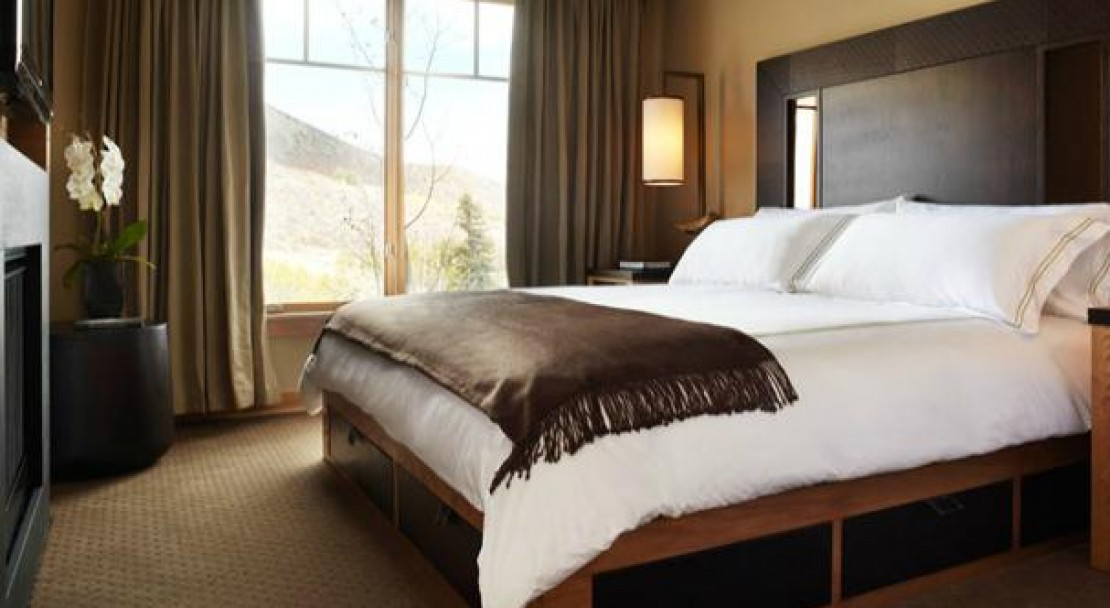 A Comfortable Bedroom - Viceroy Snowmass - USA