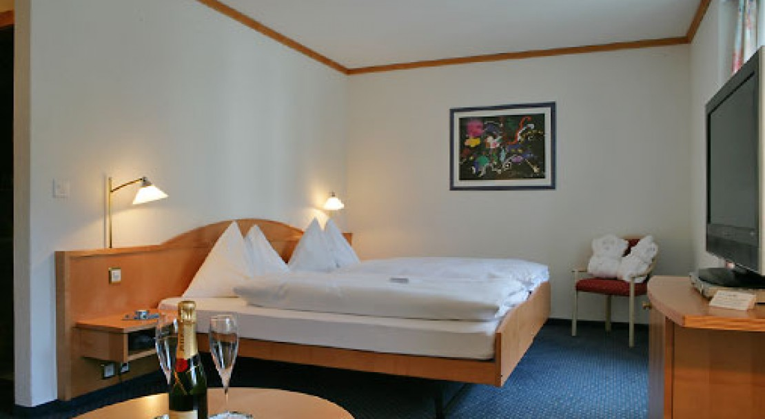 Comfortable rooms that are well located in the very centre of Saas Fee.