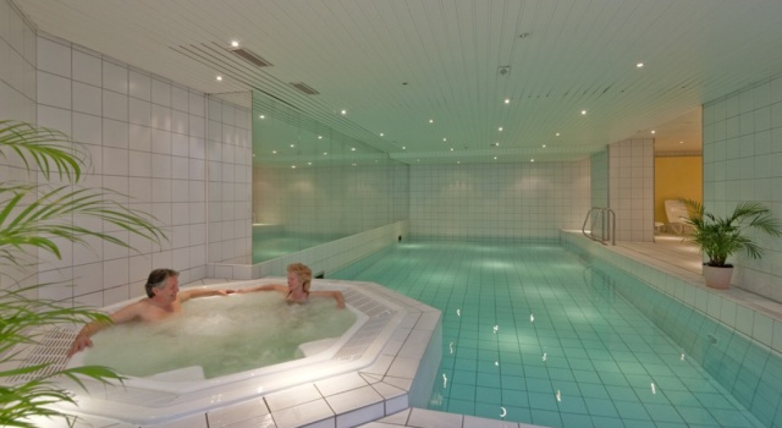 The swimming pool at the Best Western Grand Hotel Metropol - Saas Fee
