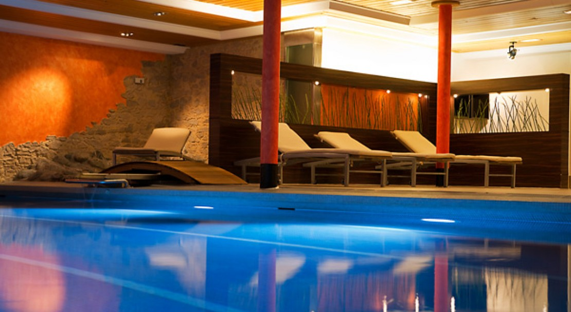 Swimming pool at the Ramada Hotel Regina Titlis