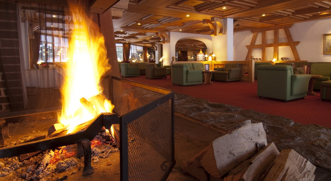Fireplace and Lounge in Hotel Sunstar Grindelwald