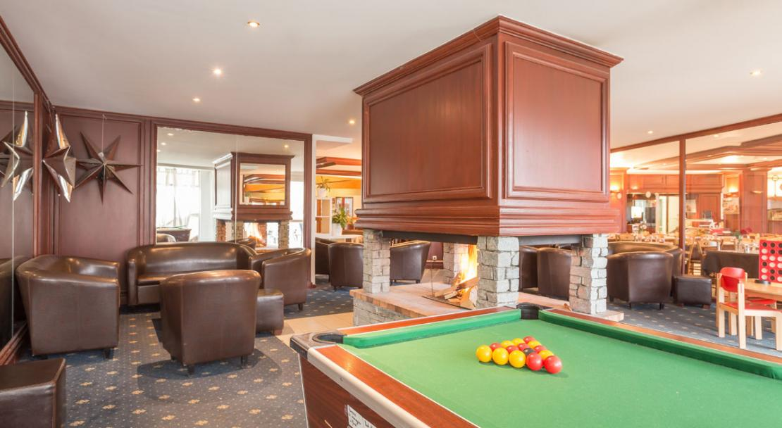Communal Lounge Fireplace Pool Table Les Bergers Alpe d'Huez
